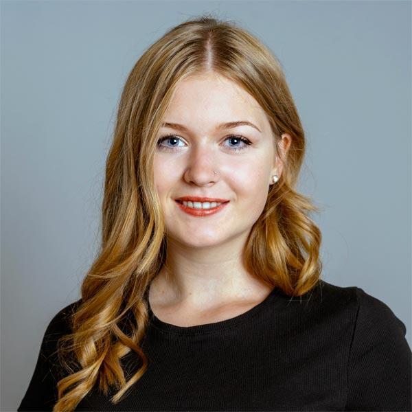 Elena Pilz-Auszubildende im Friseursalon Birgit Gmeiner